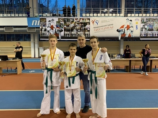 Юные каратисты из ЯНАО вошли в число победителей межрегиональных соревнований