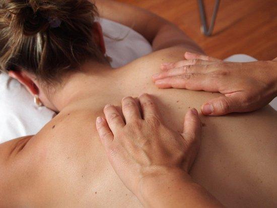 Психологи рассказали, как массаж может спасти семью