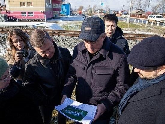 Губернатор Сахалинской области Валерий Лимаренко совместно с мэром Южно-Сахалинска Сергеем Надсадиным совершили очередную субботнюю рабочую поездку по областному центру