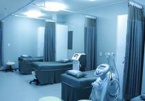 Лечить пенсионеров бесплатно в частных клиниках предложил Минтруд РФ