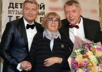Николай Басков вывел в понедельник вечером в свет свою маму Елену Николаевну