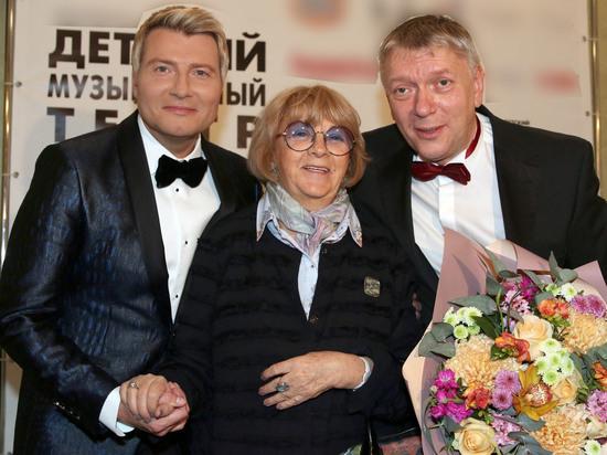 Басков впервые после смерти отца вывел в свет маму