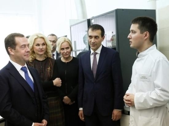 В Новосибирске Медведев дал старт производству вакцины для Конго