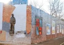 На стене в Краснокаменске восстановили граффити забайкальского художника