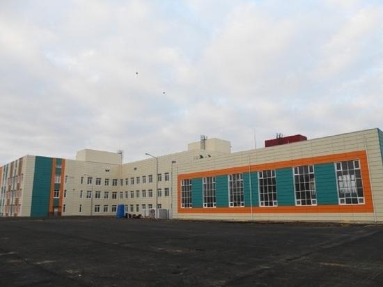 Бочаров проинспектировал строительство школы на 500 мест