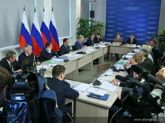 «Проблем хватает»: Дмитрий Медведев провел совещание в Санниково