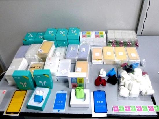 600 нелегальных аксессуаров для смартфонов пыталась ввезти в Иркутск гражданка КНР