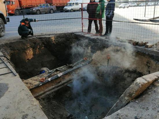 Коммунальную аварию в центре Воронежа планируют устранить к вечеру 13 ноября