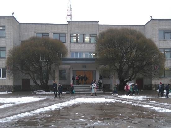 Как в Пудоже выбирали директора школы: без политики не обошлось