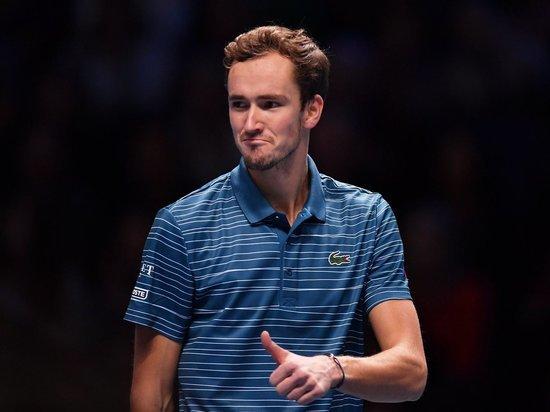 Даниил все упустил: Медведев проиграл Надалю решающий матч