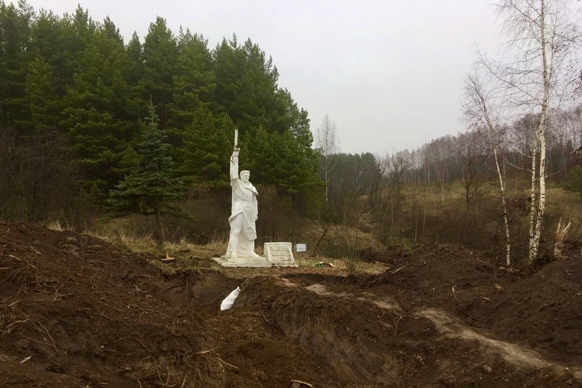Дважды похороненные: из братской могилы под Белевом выкопали останки солдат