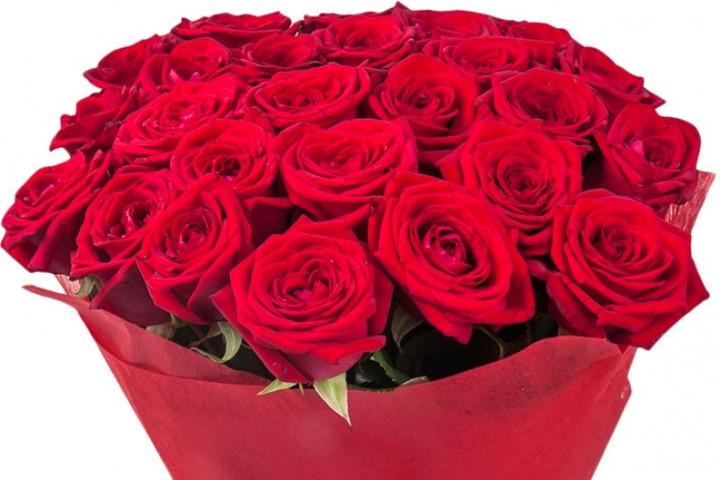 «Я бежал твоим букетом дорожа»: житель Рыбинска ответит за романтичный поступок
