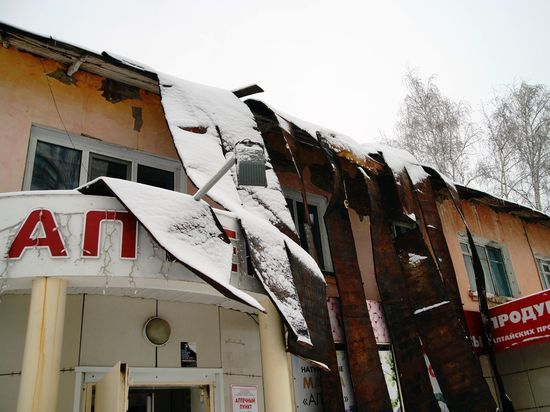 Жители Белокурихи будут ремонтировать сорванную крышу дома за свой счет