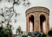"""Глава региона отметил, что открытый 19 сентября Парк Ангелов на месте сгоревшей """"Зимней вишни"""" стал уникальным местом памяти и силы, где горожане могут вспомнить имена погибших и поставить свечу"""