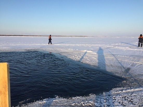 На Ямале мужчина на снегоходе утонул в Оби