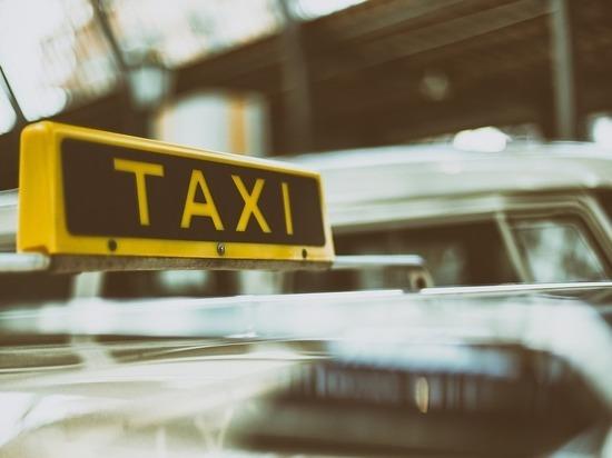 Смолянин вышел из такси, прихватив деньги и телефон водителя