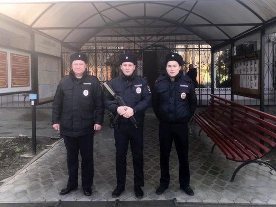 Калмыцкие полицейские спасли семью из горящего дома