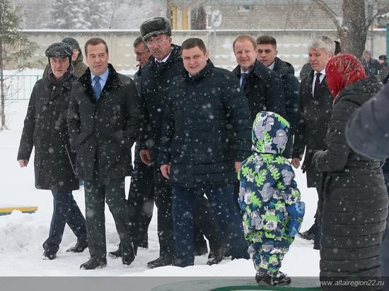 О чем бы еще попросили жители алтайского села Санниково Дмитрия Медведева