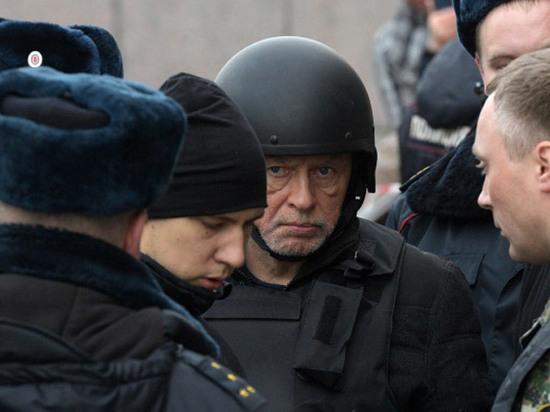 Олега Соколова в каске заставили повторить «выброс останков Ещенко»