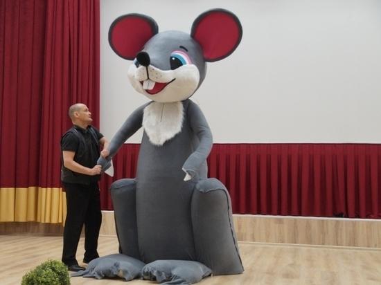 Трехметровая Королева-мышь появится в центре Чебоксар к Новому году