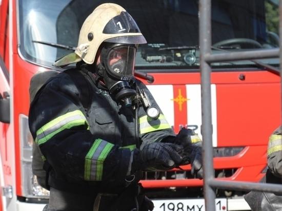 Огонь и вода: тульские спасатели ликвидировали пожары и порыв на водоводе