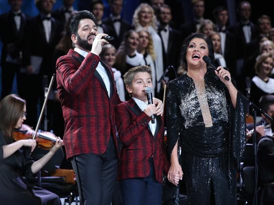 Анна Нетребко впервые спела на большой сцене вместе с сыном