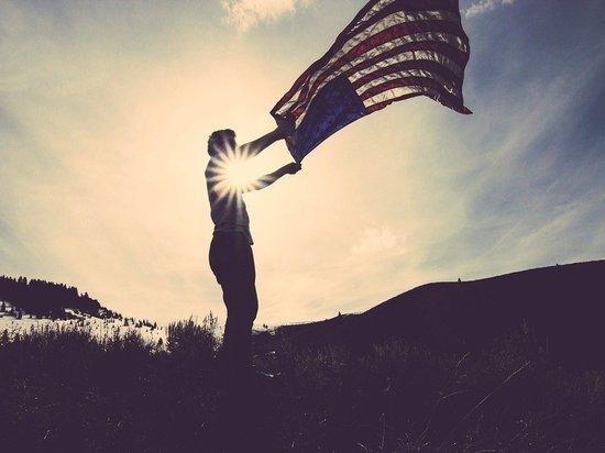 Украинские военные вывесили американские флаги в Донбассе