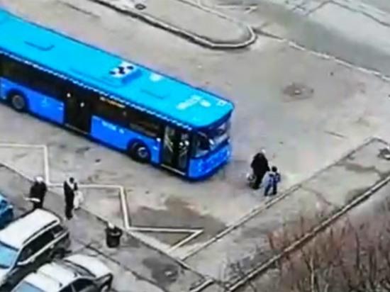 В Москве автобус без тормозов задавил женщину: очевидцы рассказали подробности