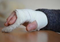 Более дюжины ребятишек получили переломы в Кемерове за выходные