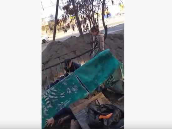 В Астрахани рухнул балкон с мужчинами, не выдержав их драки