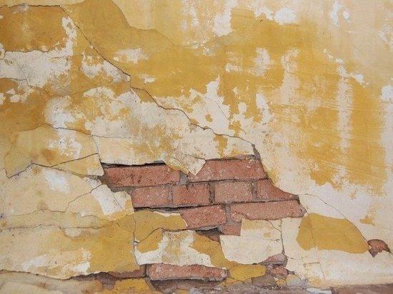 В Салехарде жилой дом разваливается после капремонта