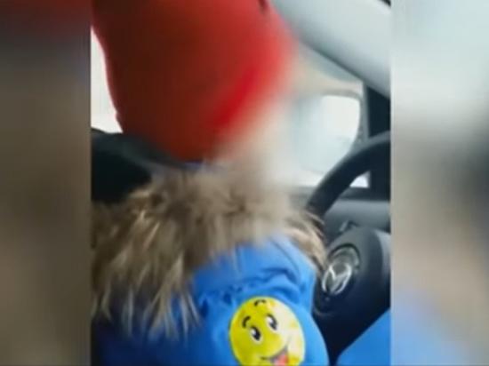 Эксперты оценили возможное наказание матери, позволившей порулить шестилетнему сыну