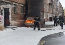 В Хакасии из-за горящего автомобиля чуть не полыхнуло здание
