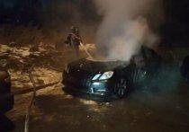 На улице Костычева в Иркутске сгорел Mercedes-Benz