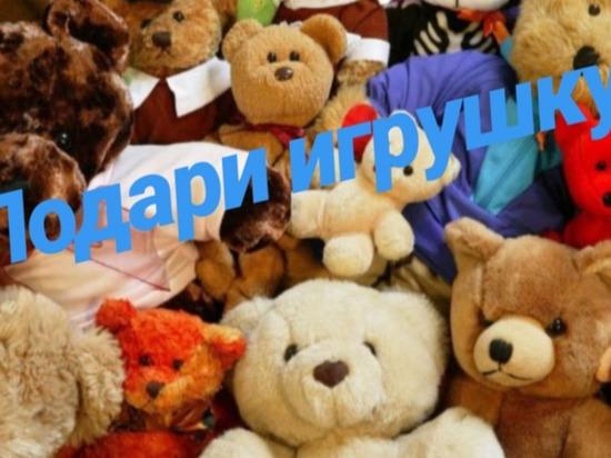 В Чебоксарах собирают новогодние подарки для детей с трудной судьбой