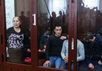Обвиняемая в теракте упала в обморок, услышав срок от прокурора