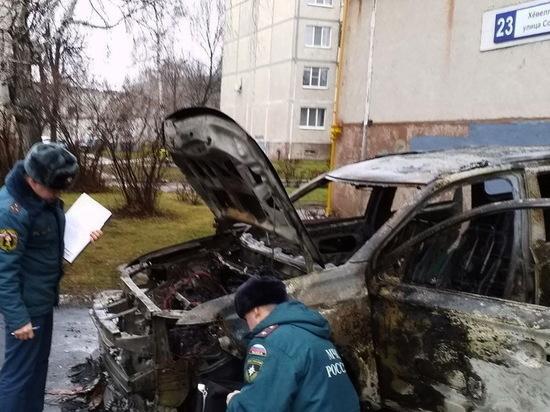 Mitsubishi Outlander сгорел минувшей ночью в Новочебоксарске