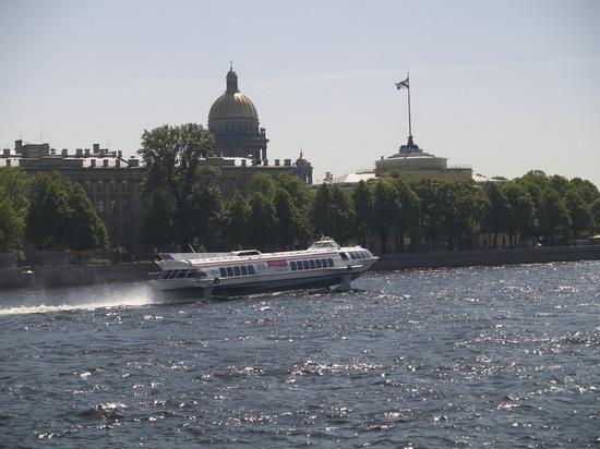Из Санкт-Петербурга стремительно ушла вода