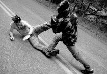 Кулаками, битами и ножами выясняли отношения барнаульские автовладельцы