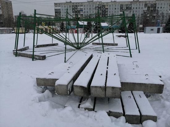 Главную новогоднюю ель начали собирать в Новокузнецке