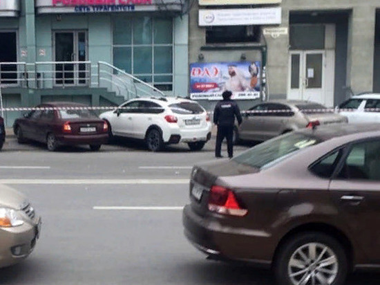 СМИ: В центре Ростова следователь взял в заложники жену