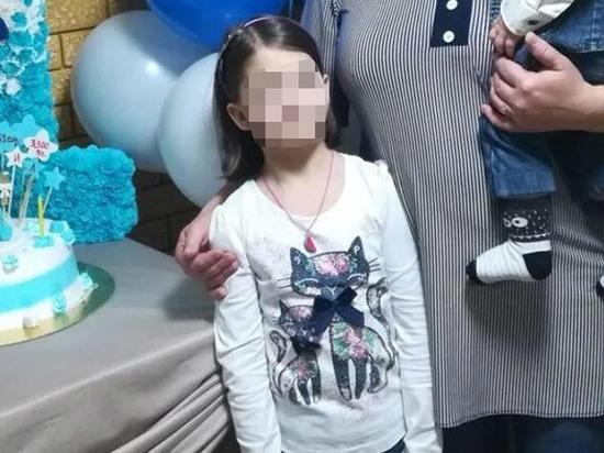 На Кубани 9-летняя девочка провалилась в выгребную яму