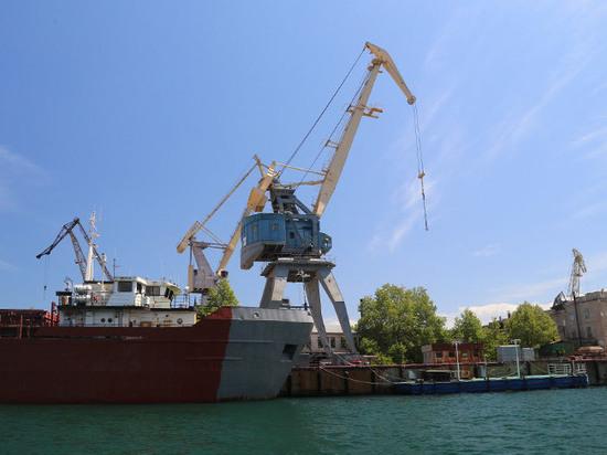 Украина потребует от России компенсацию за потерю портов Крыма