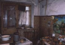 Жить в сгоревшей квартире без окон, дверей и полов предложили чиновники студенту-сироте