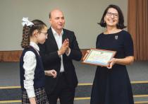 Депутат горсовета Игорь Кудин наградил более 50 учеников