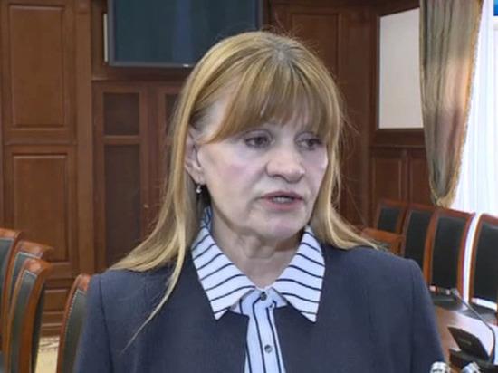 Сын экс-министра ЖКХ Калмыкии Нелли Ткачевой взял в заложники жену и ребенка