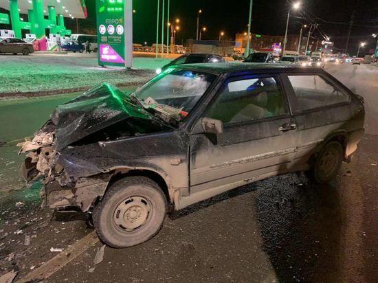 При столкновении двух автомобилей в Уфе пострадали парень и девушка