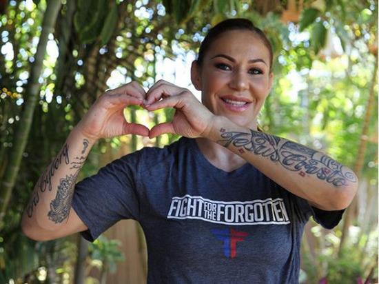 Бывшая чемпионка UFC по прозвищу «Киборг» снялась в откровенной фотосессии