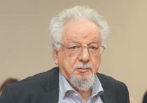 Владимир Шахиджанян — известный журналист, автор книг по психологии, автор книги-самоучителя «Соло на пишущей машинке» и компьютерной программы «Соло на клавиатуре», теле- и радиоведущий — в 1960-х годах работал корреспондентом отдела культуры «Московского комсомольца»