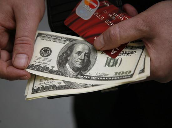 Провал дедолларизации: россияне скупают валюту